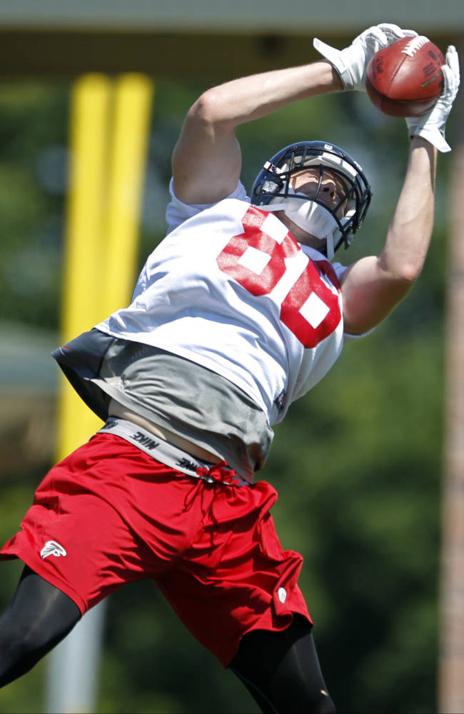 Atlanta Falcons tight end Chase Coffman catches a pass during an NFL football practice, Friday, June 14, 2013, in Flowery Branch