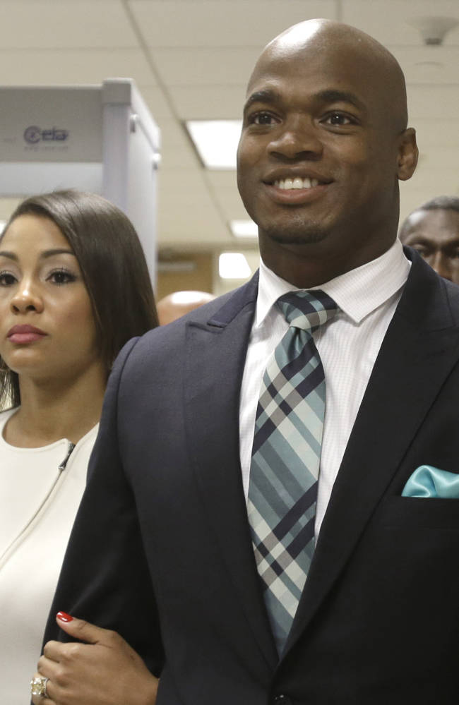 AP source: Vikings to meet with Adrian Peterson on Wednesday