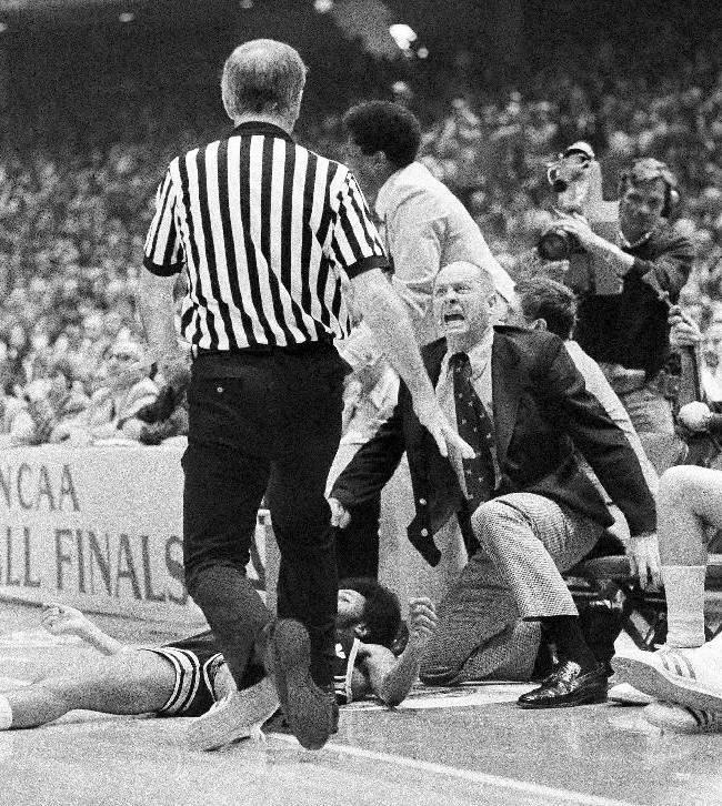 In ths March 30, 1976, file photo, Michigan coach Johnny Orr, right, complains to an official about his player being knocked to the floor during the NCAA Basketball Championship game against Indiana in Philadelphia. Longtime former basketball coach Johnny Orr has died at 86. His death was confirmed Tuesday, Dec. 31, 2013, by Iowa State, where Orr led the Cyclones to a school-record 218 wins from 1980 until 1994. Orr spent 29 seasons as a Division I coach. Twelve of them were at Michigan, where he guided the Wolverines to the national title game in 1976
