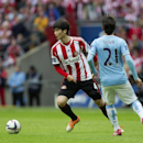 Sunderland's Ki Sung-Yueng, centre, keeps the ball from Manchester City's David Silva during the League Cup Final at Wembley Stadium, London, England, Sunday March 2, 2014