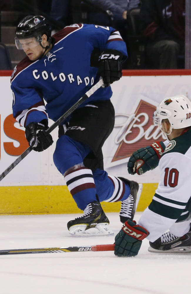 Avalanche's MacKinnon out 6-to-8 weeks with broken foot