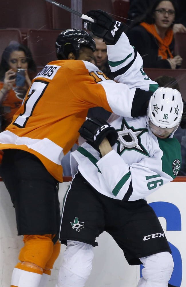 Simmonds scores twice to lift Flyers past Stars