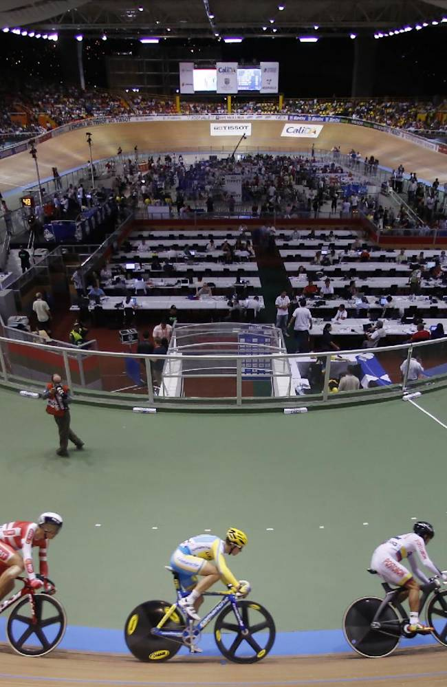 In this Saturday, March 1, 2014 photo, cyclists race in the men's omnium scratch race at the Track Cycling World Championships in Cali, Colombia
