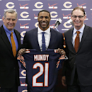 Chicago Bears general manager Phil Emery, left, poses with safety Ryan Mundy and head coach Marc Trestman after Mundy was introduced as the newest member of the team during a news conference Wednesday, March 12, 2014, in Lake Forest, Ill The Associated Pr