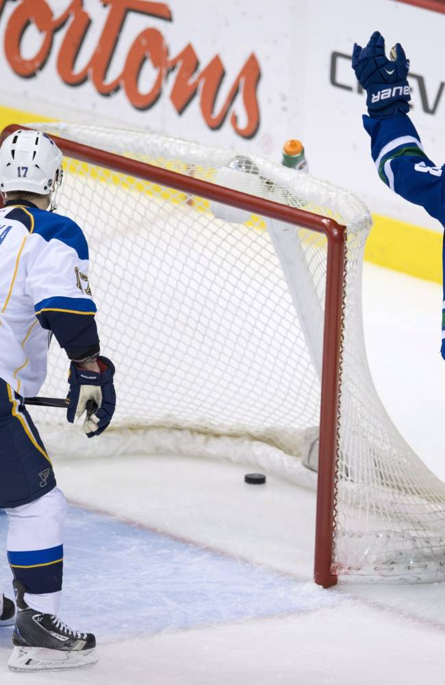 Santorelli lifts Canucks past Blues, 2-1