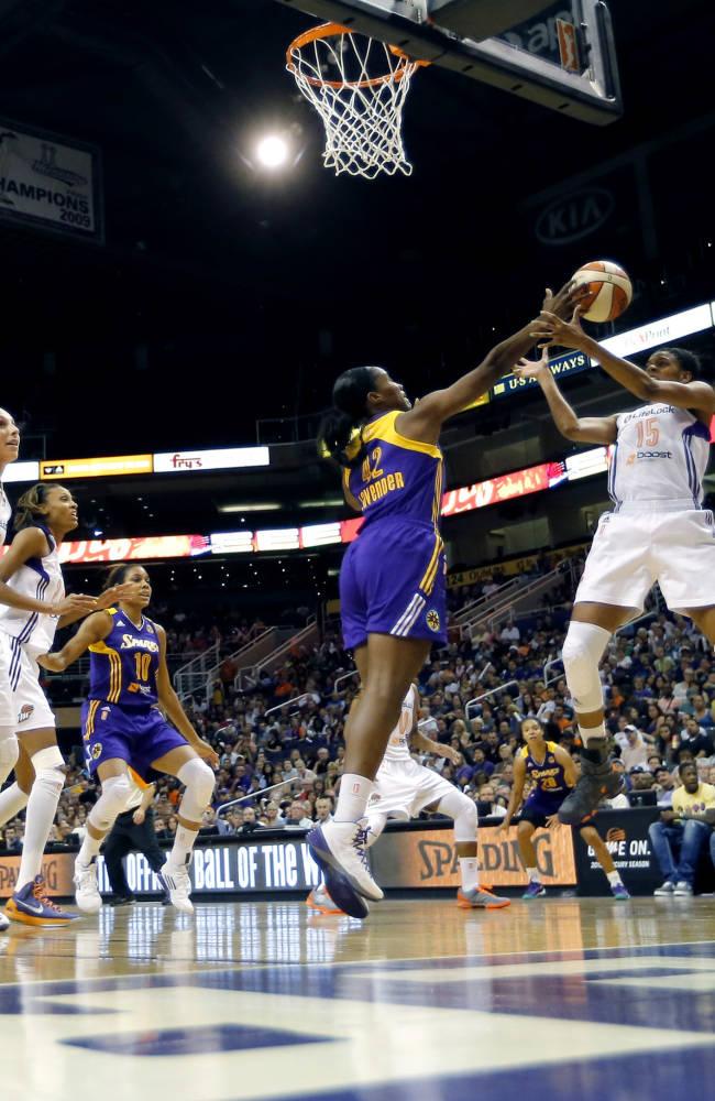 Parker's double-double leads Sparks past Mercury