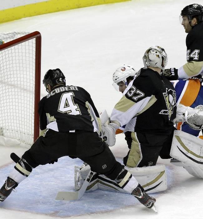 Islanders rally late, top Penguins 4-3