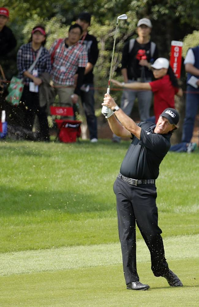 Mickelson to start next year in the Middle East