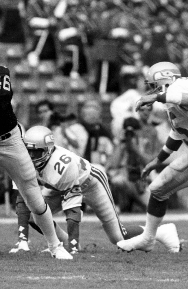 Former Raiders TE Todd Christensen dies at 57