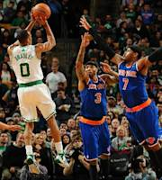 BOSTON, MA - DECEMBER 13: Avery Bradley #0 of the Boston Celtics shoots the ball against Kenyon Martin #3 and Carmelo Anthony #7 of the New York Knicks on December 13, 2013 at the TD Garden in Boston, Massachusetts. (Photo by Brian Babineau/NBAE via Getty Images)