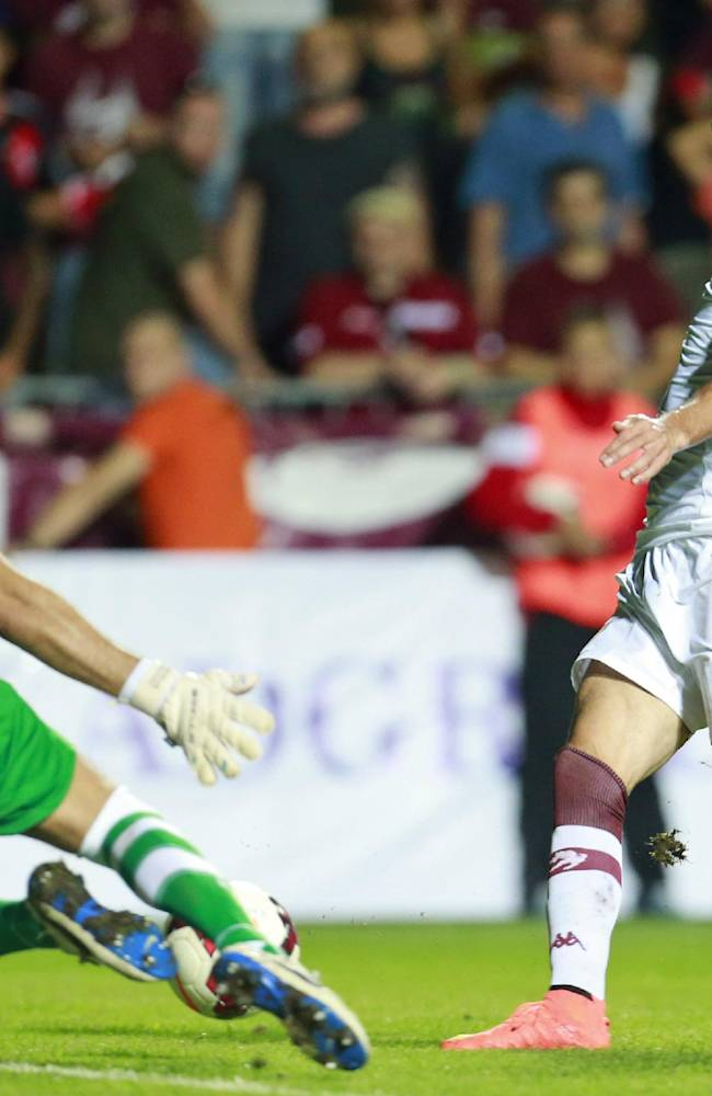 Torino's Marcelo Larrondo, right, is challenged by Split's goalkeeper Andrija Vukovic during Europa League play-off soccer match between Torino and Split, in Dugopolje, Croatia, Thursday, Aug. 21, 2014