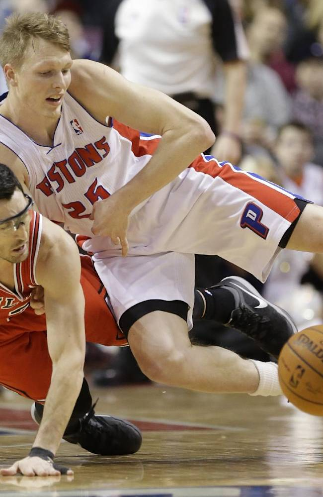 Chicago Bulls guard Kirk Hinrich and Detroit Pistons forward Kyle Singler (25) chase a loose ball during the first half of an NBA basketball game in Auburn Hills, Mich., Wednesday, March 5, 2014