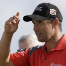 Padraig Harrington, of Ireland, acknowledges fans at the conclusion of the third round of the Honda Classic golf tournament, Sunday, March 1, 2015, in Palm Beach Gardens, Fla. (AP Photo/Alan Diaz)