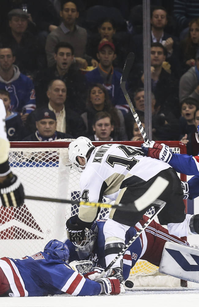 Sutter scores lone SO goal, Penguins top Rangers