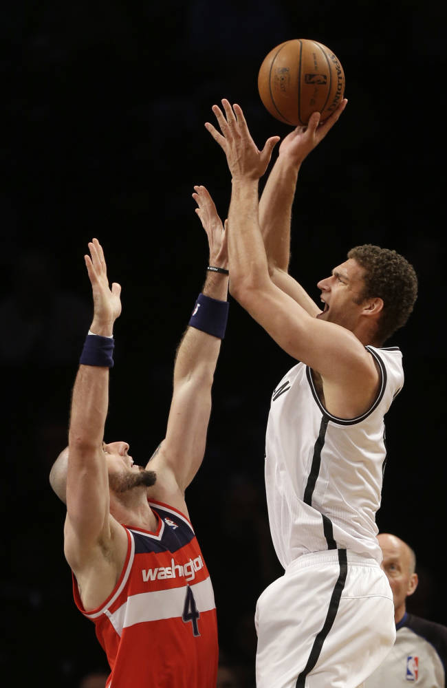 Nets' Lopez out with broken right foot