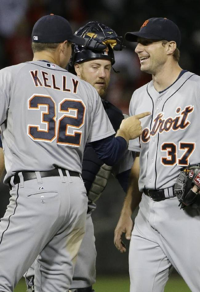 Scherzer tosses 3-hitter for 1st complete game