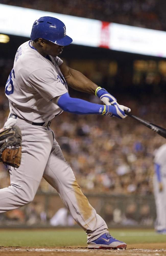Puig, Dodgers go triple-crazy, beat Giants 8-1