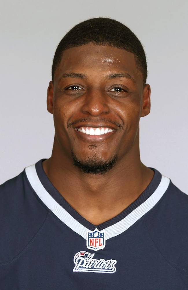 Bears sign safety Adrian Wilson, tight end