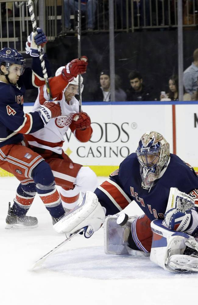 Zuccarello, Lundqvist lift Rangers over Red Wings