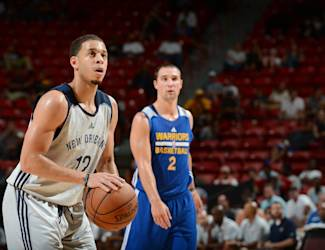 LAS VEGAS, NV - JULY 18: Seth Curry #12 of the New Orleans Pelicans shoots a free throw against the Golden State Warriors during the 2015 NBA Las Vegas Summer League game on July 18, 2015 at Thomas & Mack Center in Las Vegas, Nevada. (Photo by Garrett Ellwood/NBAE via Getty Images)