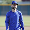 Chicago Cubs' Ryan Roberts arrives to the practice field prior to the Cubs first spring training baseball practice, Friday, Feb. 14, 2014, in Peoria, Ariz The Associated Press