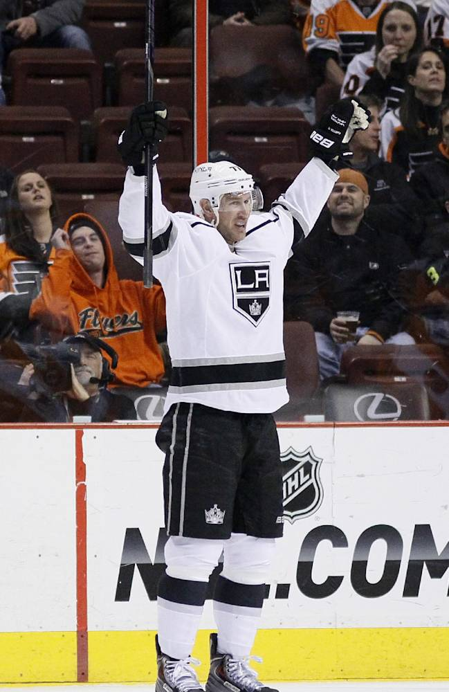 Los Angeles Kings' Jeff Carter reacts after scoring a goal during the second period of an NHL hockey game against the Philadelphia Flyers, Monday, March 24, 2014, in Philadelphia