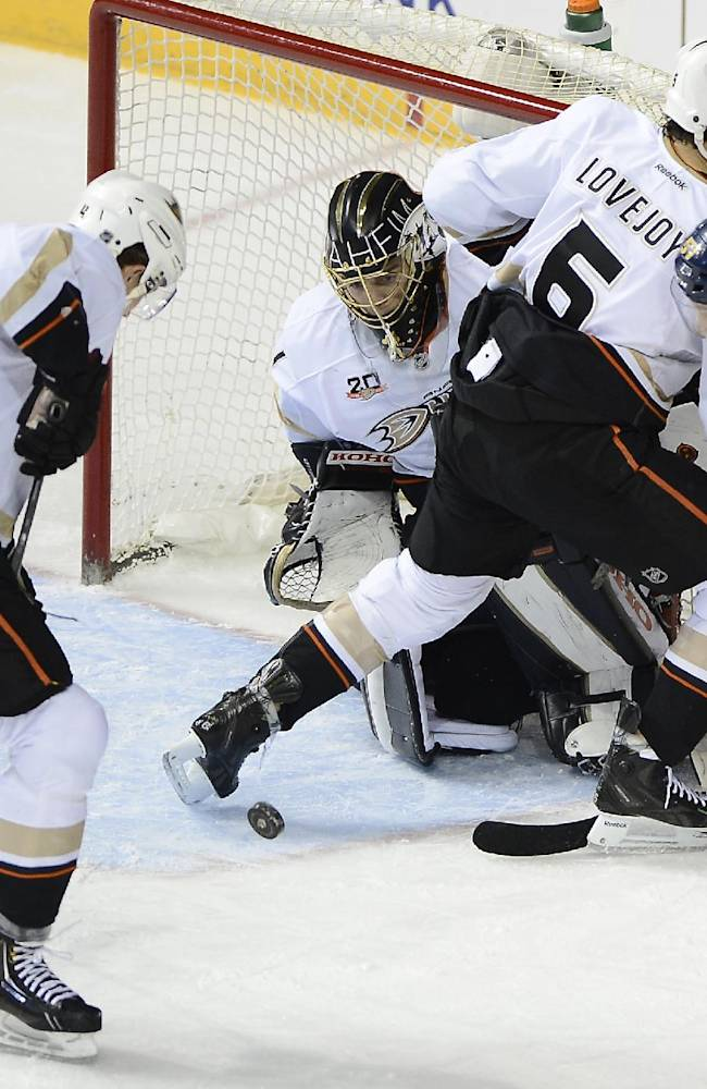 Ryan Getzlaf leads Ducks past Predators, 5-2