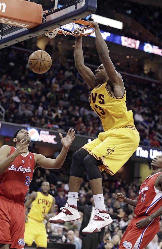 Irving helps Cavaliers beat Clippers 88-82