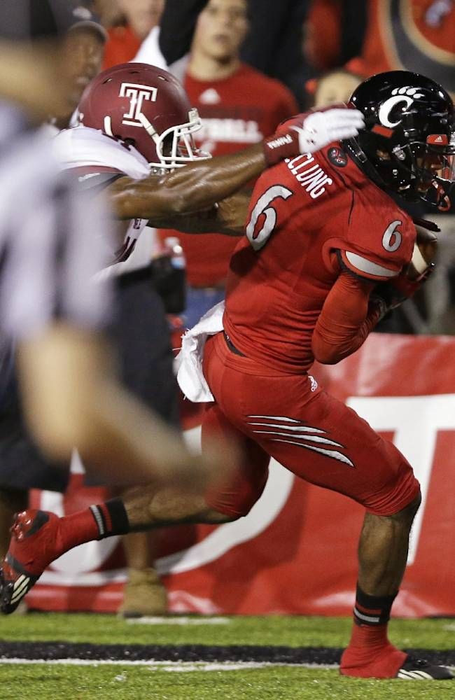 Cincinnati wide receiver Anthony McClung (6) runs past Temple defensive back Abdul Smith for a 25-yard touchdown reception in the first half of an NCAA college football game, Friday, Oct. 11, 2013, in Cincinnati