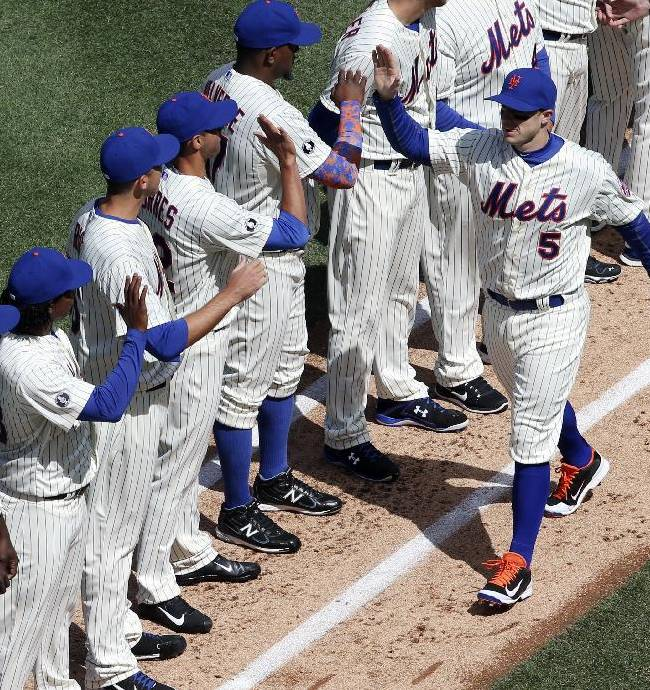 New York Mets third baseman David Wright, right, greets his teammates before the first inning of a baseball game against the Washington Nationals on opening day at Citi Field, Monday, March 31, 2014, in New York