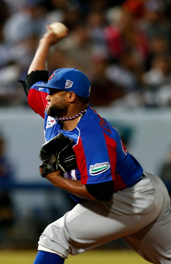 Dominican Republic starting pitcher Angel Castro throws the ball in the second inning of a Caribbean Series baseball game against Venezuela in Porlamar, Venezuela, Tuesday, Feb. 4, 2014