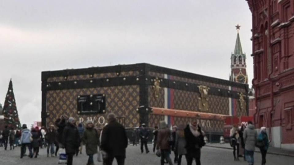 Giant Louis Vuitton suitcase in Red Square angers Russians