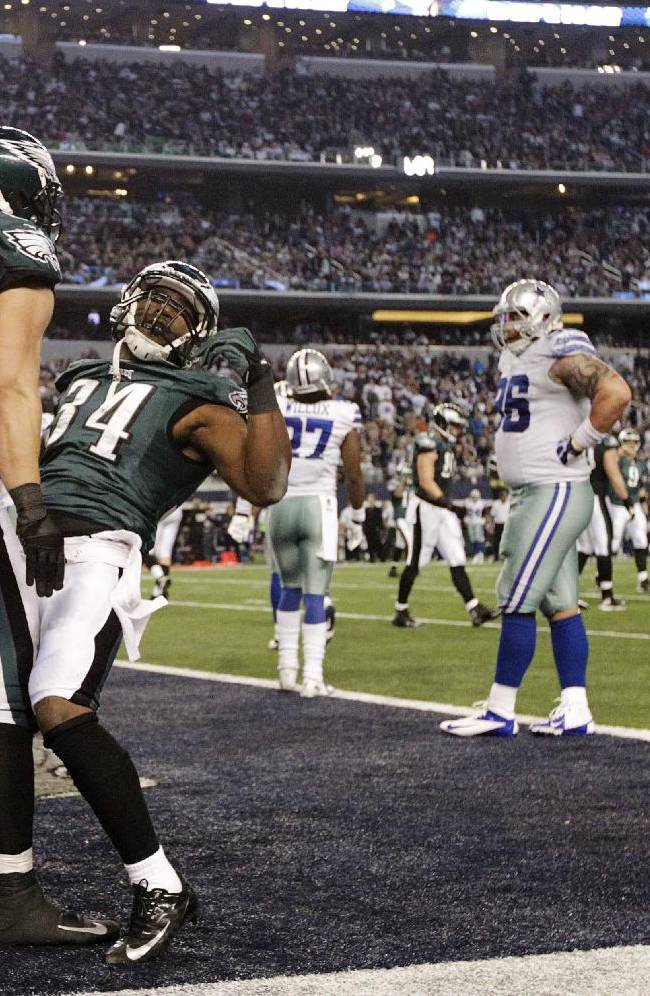 After scoring a touchdown against the Dallas Cowboys, Philadelphia Eagles running back Bryce Brown (34) celebrates with tight end James Casey (85) during the second half of an NFL football game, Sunday, Dec. 29, 2013, in Arlington, Texas