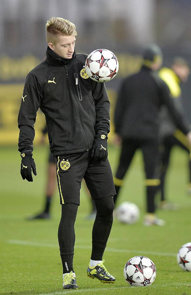 Dortmund's Marco Reus exercises during a training session prior the Champions League Group F soccer match between Borussia Dortmund and SSC Napoli in Dortmund, Germany, Monday, Nov. 25, 2013