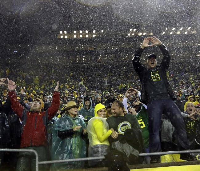 No. 2 Ducks defeat Cal 55-16 in driving rain
