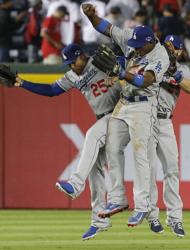 Kershaw fans 12, Dodgers beat Braves 6-1 in Game 1
