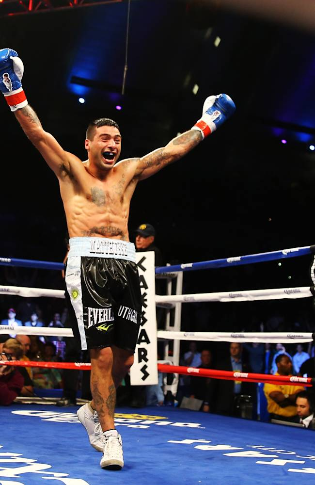Lucas Matthysse v Lamont Peterson