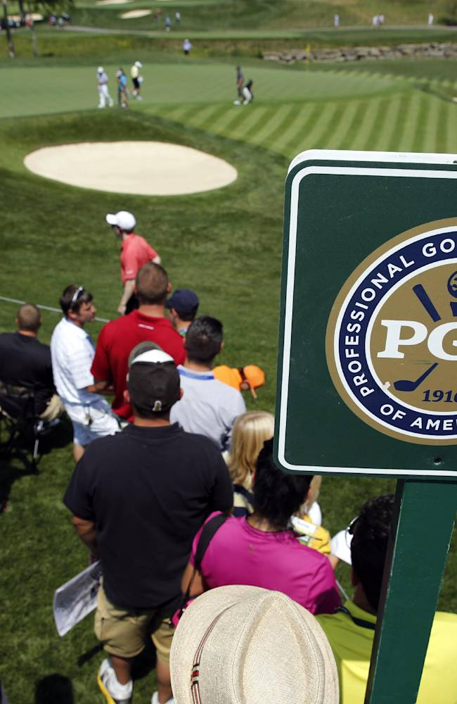 Club pros couldn't care less about chasing Tiger