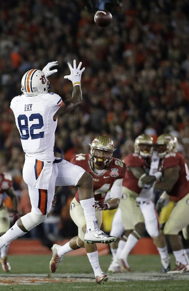 Auburn's Melvin Ray catches touchdown pass during the first half of the NCAA BCS National Championship college football game against Florida State Monday, Jan. 6, 2014, in Pasadena, Calif
