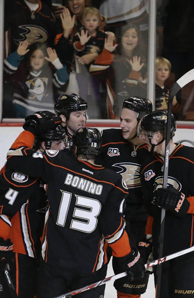 Ducks edge LA Kings 2-1 in outdoor game prelude