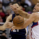 Los Angeles Clippers forward Blake Griffin, right, steals the ball away from Memphis Grizzlies forward Tayshaun Prince during the first half of an NBA basketball game in Los Angeles, Monday, Nov. 18, 2013 The Associated Press