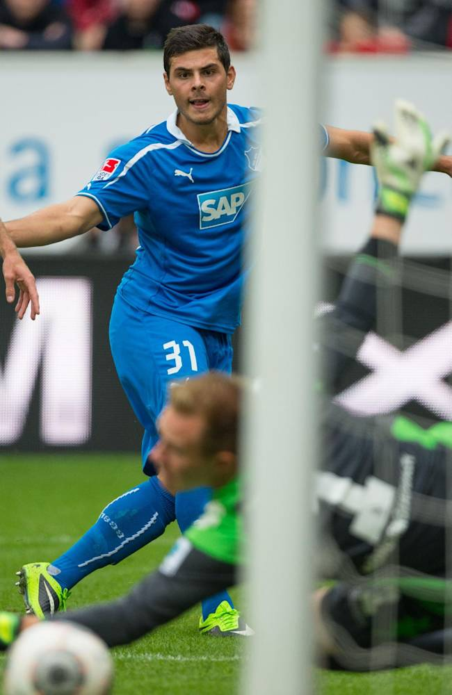 Hoffenheim's  Kevin Volland , scores  against Moenchengladbach goalie Christoph Kramer, right, during the German Bundesliga soccer match between TSG 1899 Hoffenheim and Borussia Moenchengladbach in Sinsheim, Germany, Sunday Sept. 15, 2013