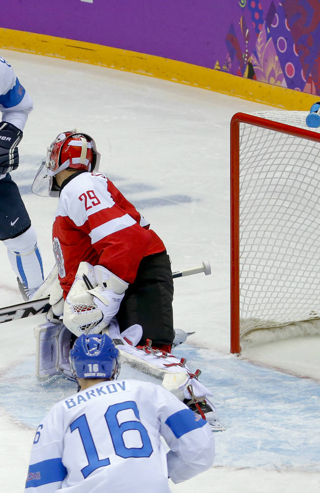 Finland's Selanne leaves Sochi opener with injury