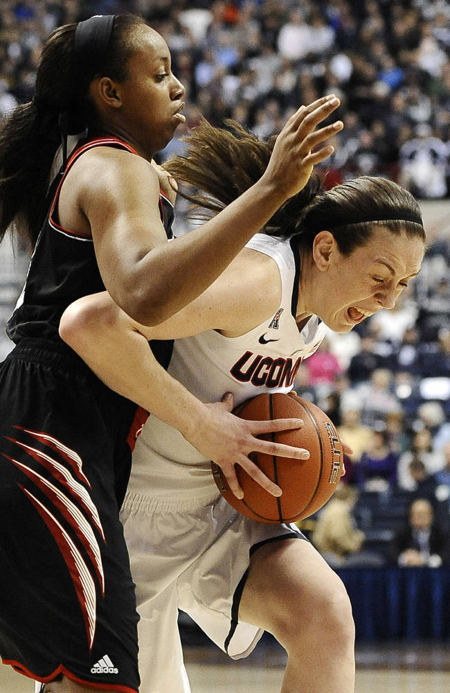 Top-Ranked UConn routs Cincinnati 67-34