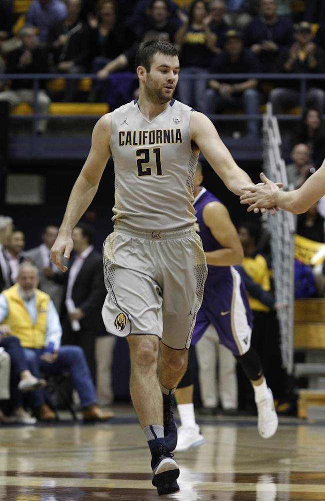 California's Jeff Powers gets a handshake after sinking a three-pointer against Washington during the first half of an NCAA college basketball game, Wednesday, Jan. 15, 2014, in Berkeley, Calif