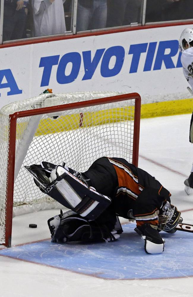 Anaheim Ducks goalie Jonas Hiller (1), of Switzerland, reacts after a goal by Pittsburgh Penguins center Sidney Crosby (87) in the third in s shootout in an NHL hockey game in Anaheim, Calif., Friday, March 7, 2014.  The Penguins won the shootout, 3-2