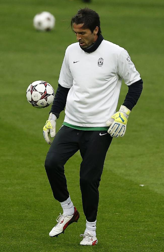 Juventus' goalkeeper Gianluigi Buffon controls a ball during a training session in Madrid, Spain, Tuesday Oct. 22, 2013. Juventus will play Real Madrid Wednesday in a Group B Champions League soccer match