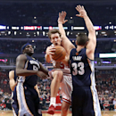 Chicago Bulls forward Mike Dunleavy, center, drives between Memphis Grizzlies forward Zach Randolph (50) and Marc Gasol (33) during the first half of an NBA basketball game on Friday, March 7, 2014, in Chicago The Associated Press