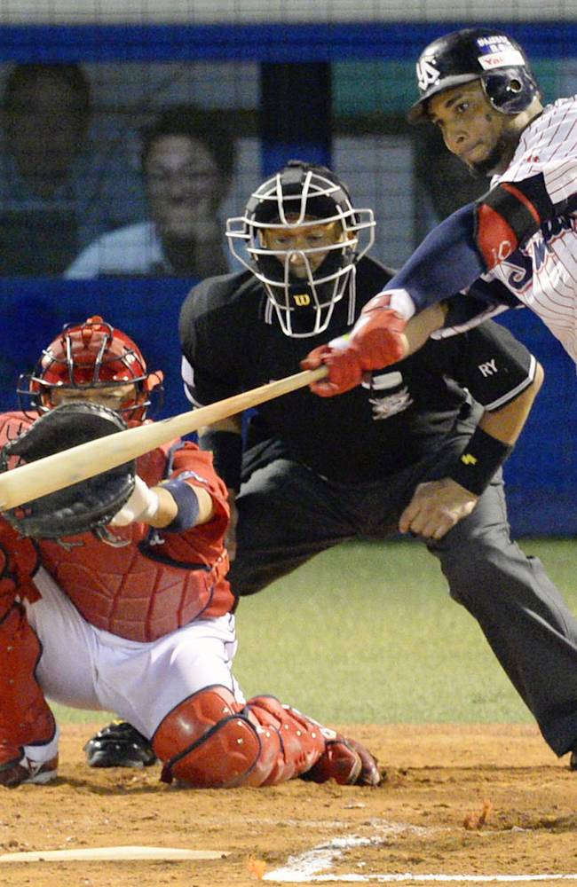 Balentien hits 55th home run to tie Japan record