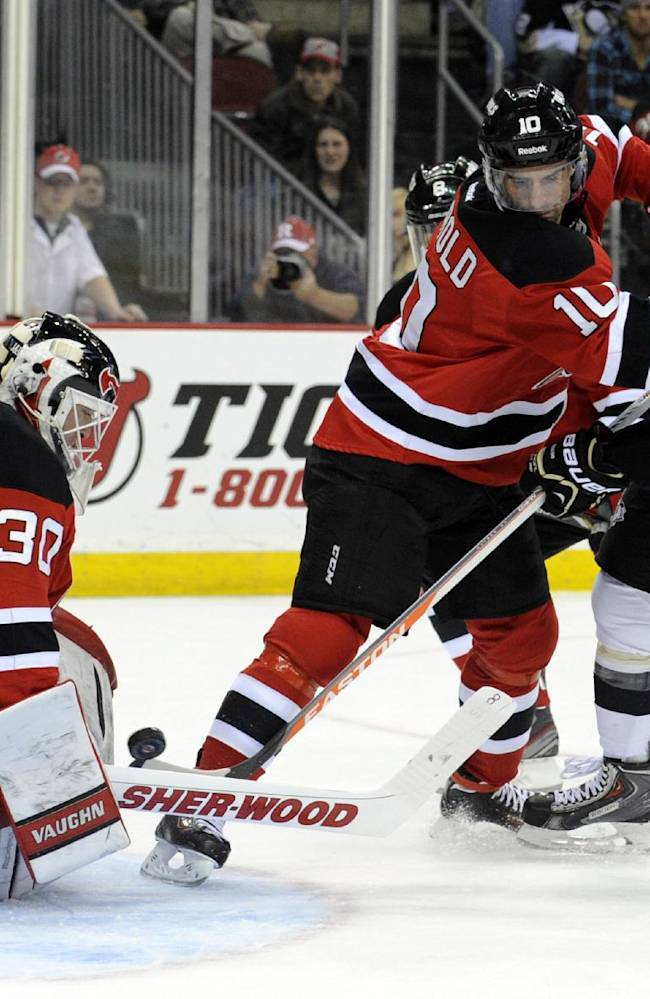 Devils top Penguins 4-1